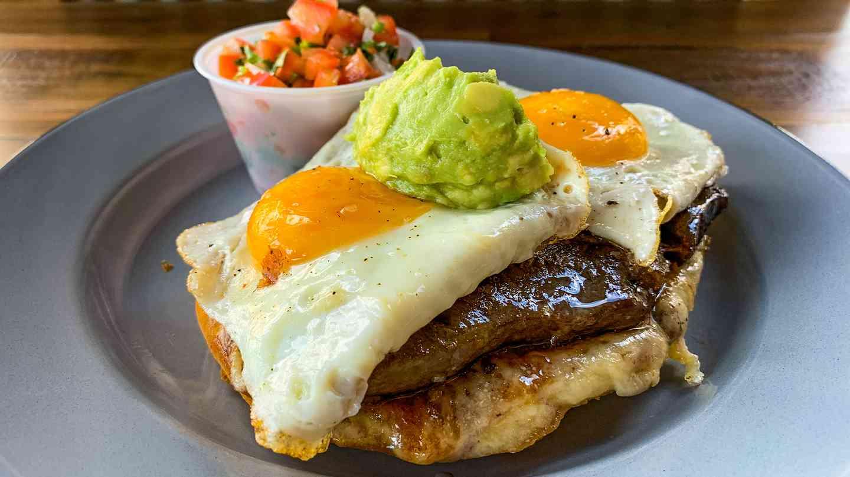 Mollete Steak & Eggs