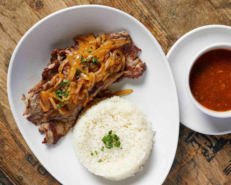 Bistec Encebollado / Steak & Onions