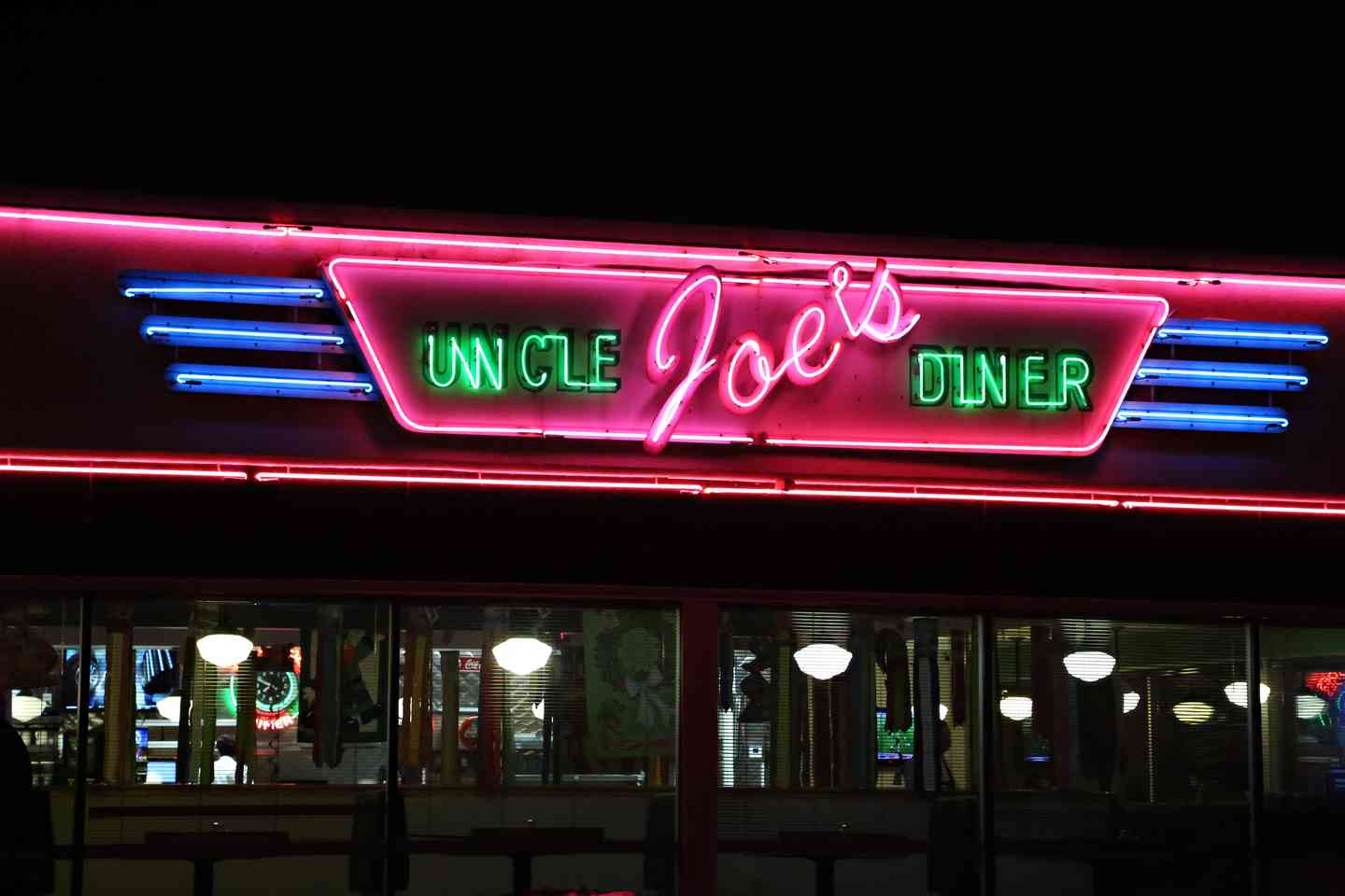 Uncle Joe's Diner Outside
