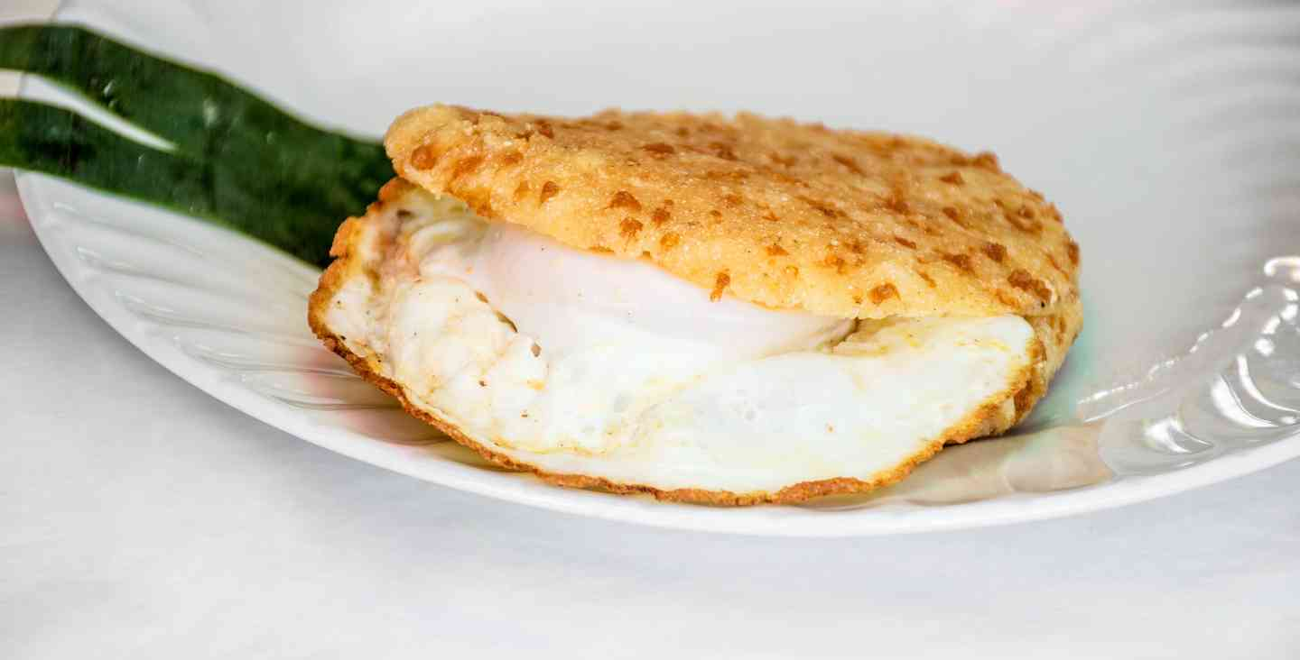 Arepa Colombiana Con Egg Y Queso