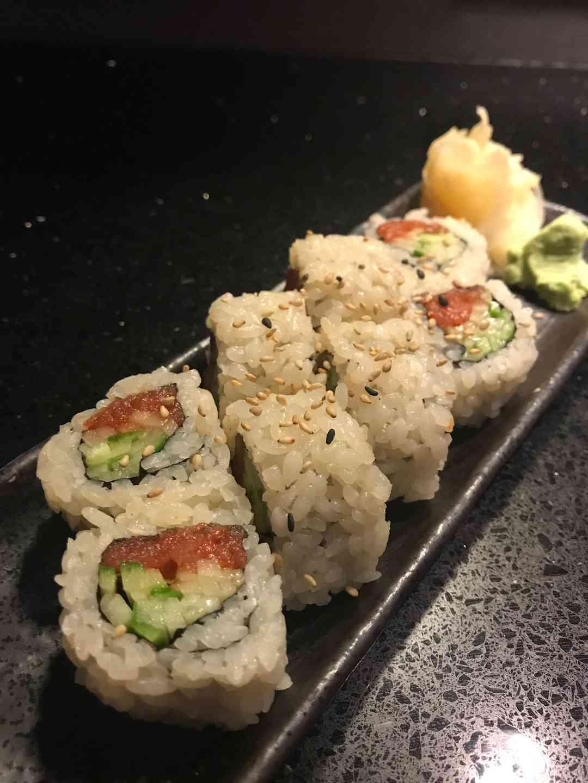 Spicy Tuna Roll*