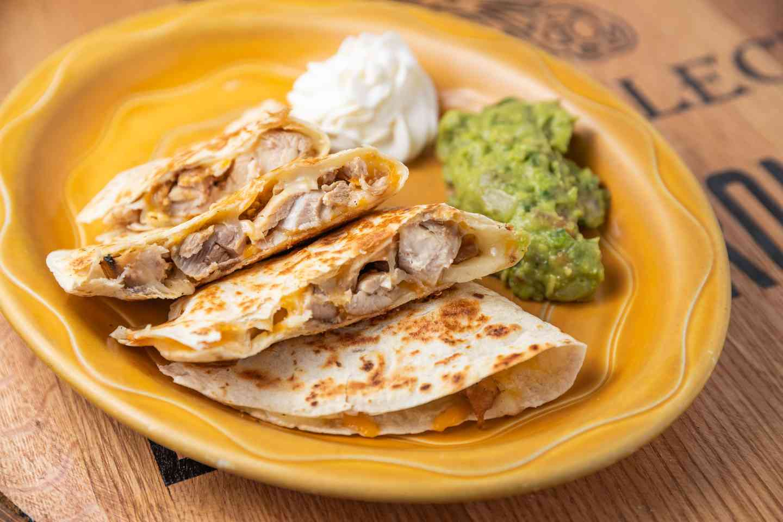 quesadilla bronco with chicken