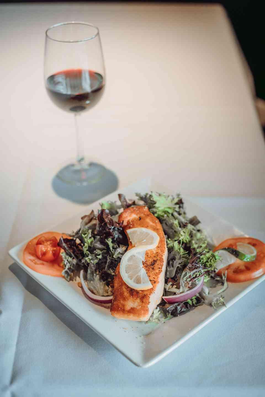 Arugula salad with salmon and wine