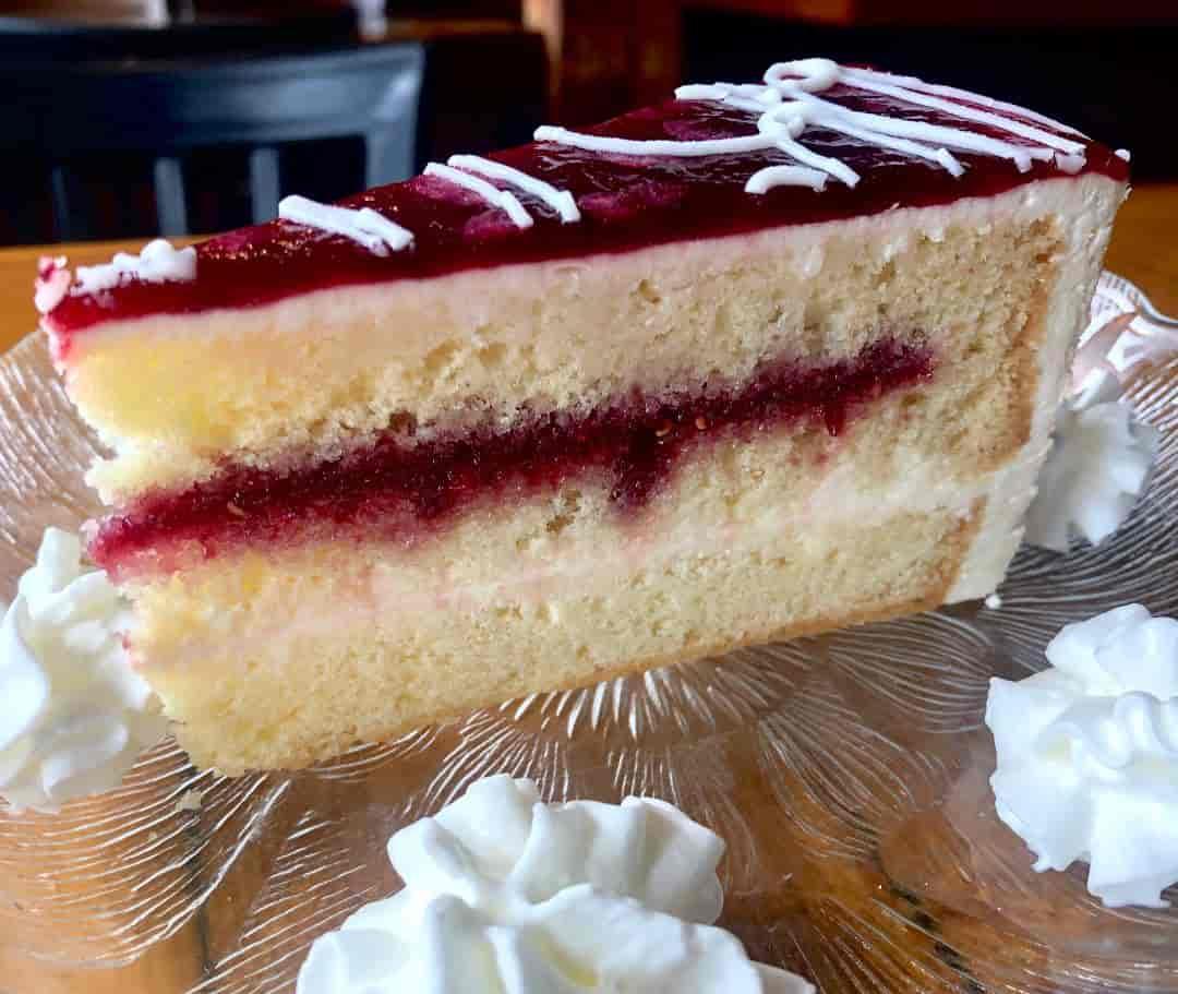 Raspberry Lemoncello Cake