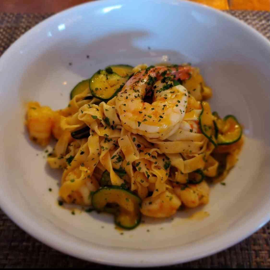 Taglierini con gamberi, zucchini e zafferano
