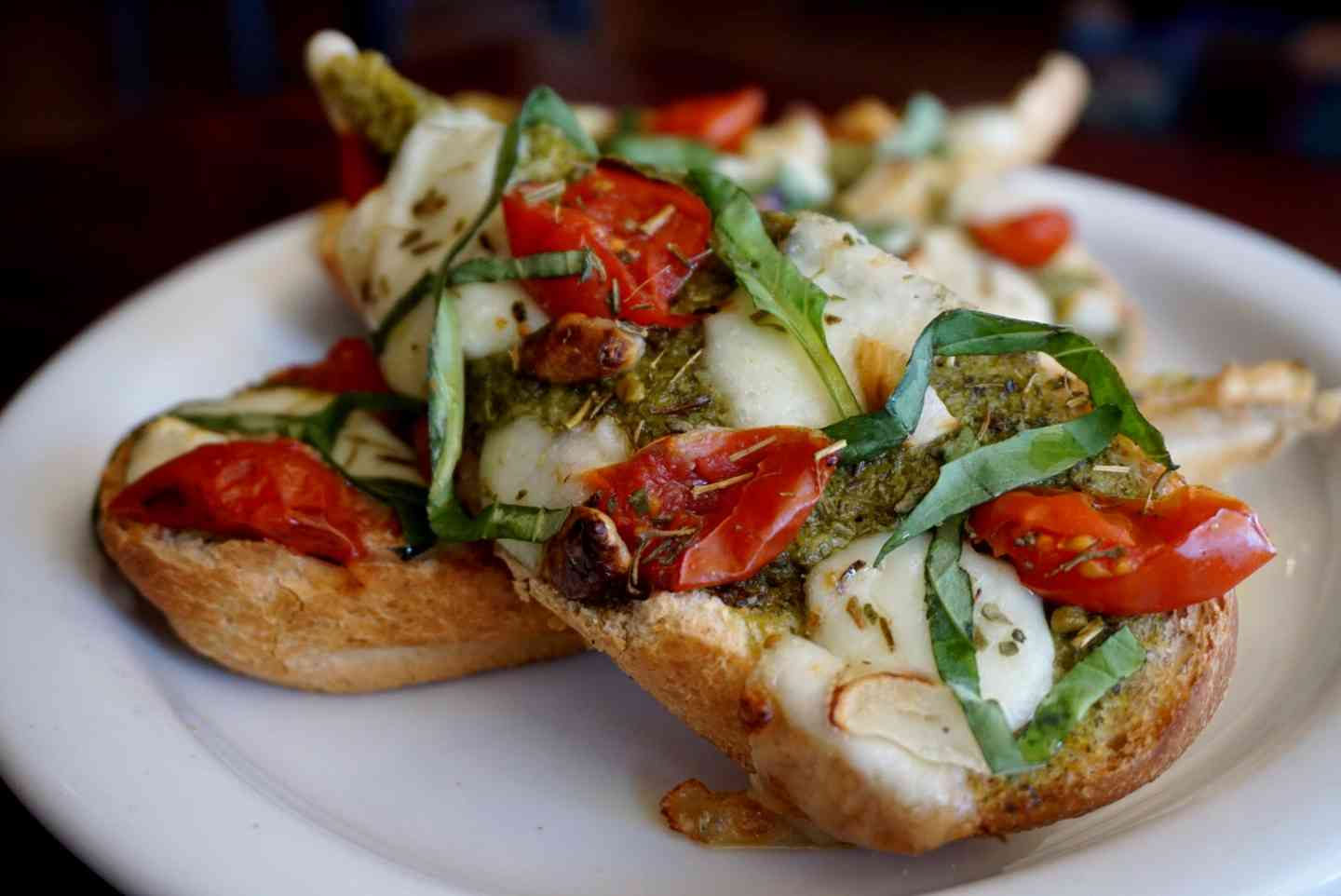 PESTO MOZZARELLA CROSTINI
