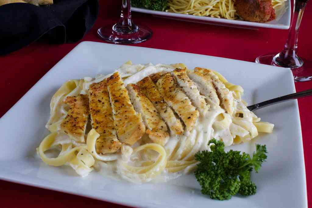 Fettuccine Alfredo - With chicken
