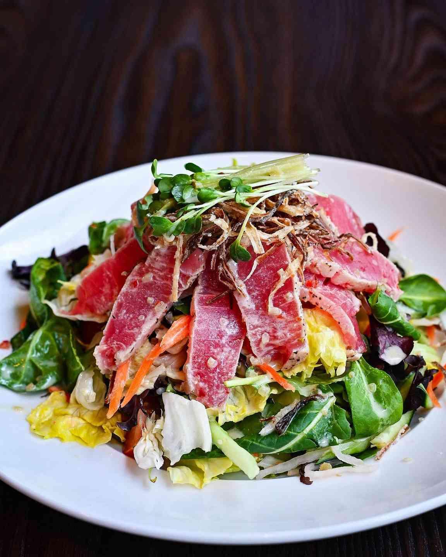 Seared Ahi Salad – Xá Lách Cá Ahi