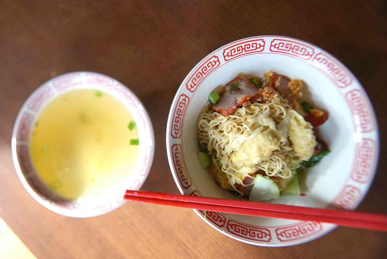"""Wonton Noodle Soup """"Ba Mhee Geow Nam"""""""