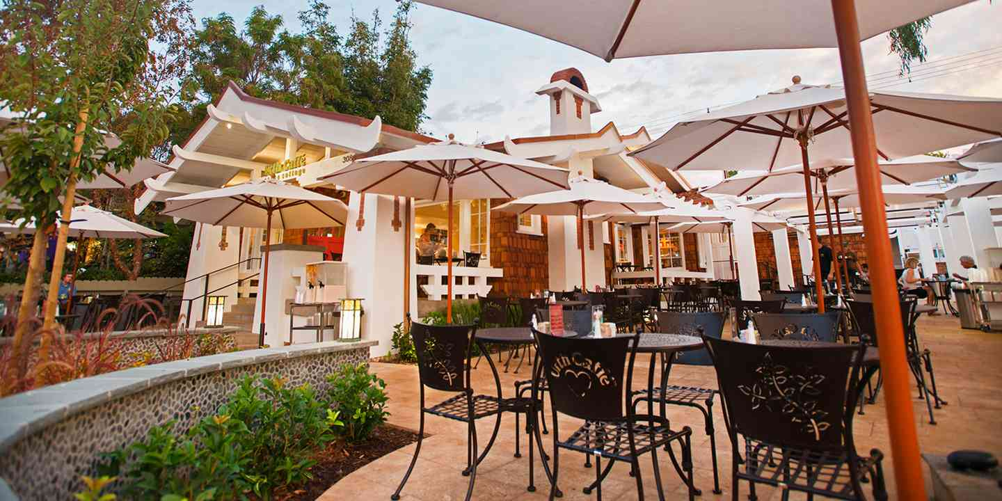 Urth Laguna Beach outside patio with tables and chairs