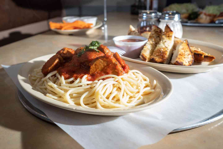 Spaghetti and Meatbals with Garlic Bread