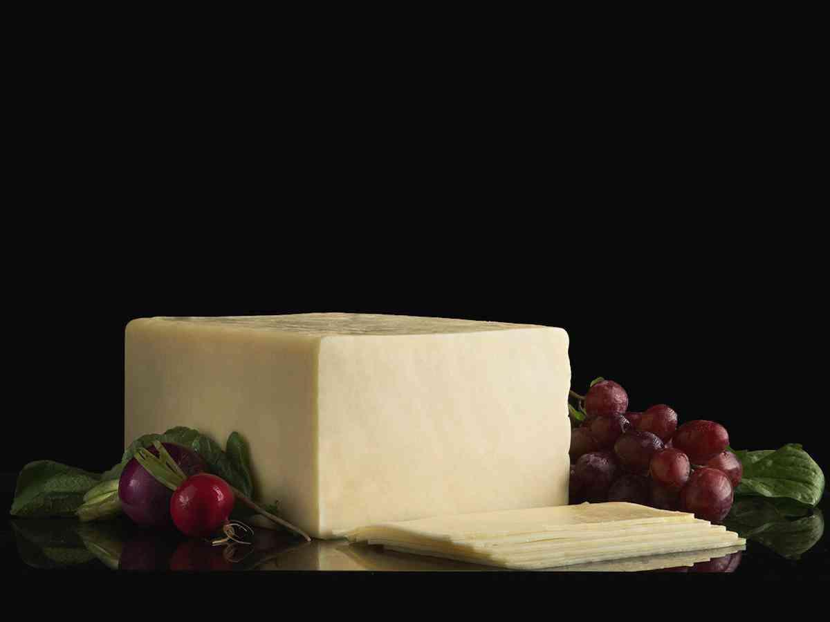 Bold Horseradish Cheddar Cheese