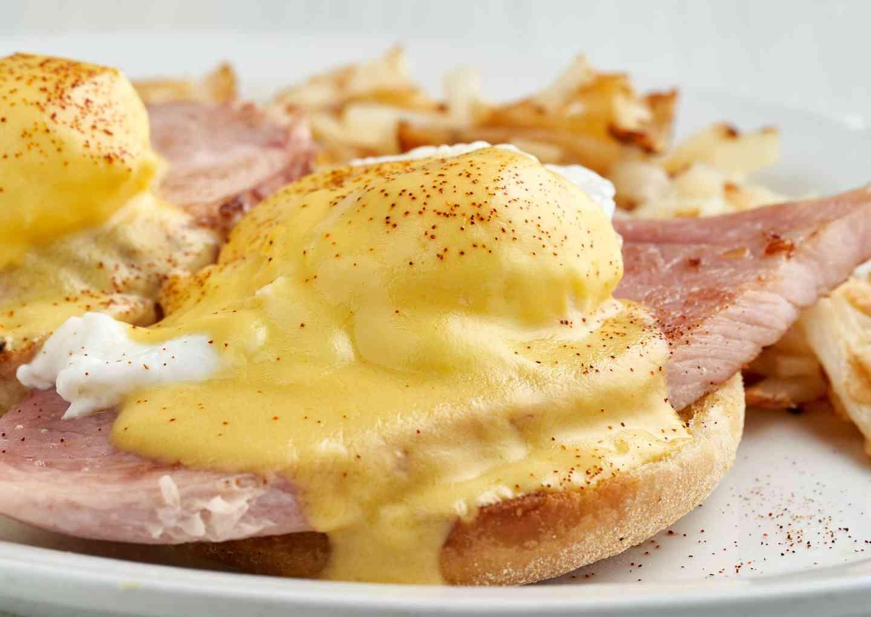 """""""Joynt Style"""" Eggs Benny*"""
