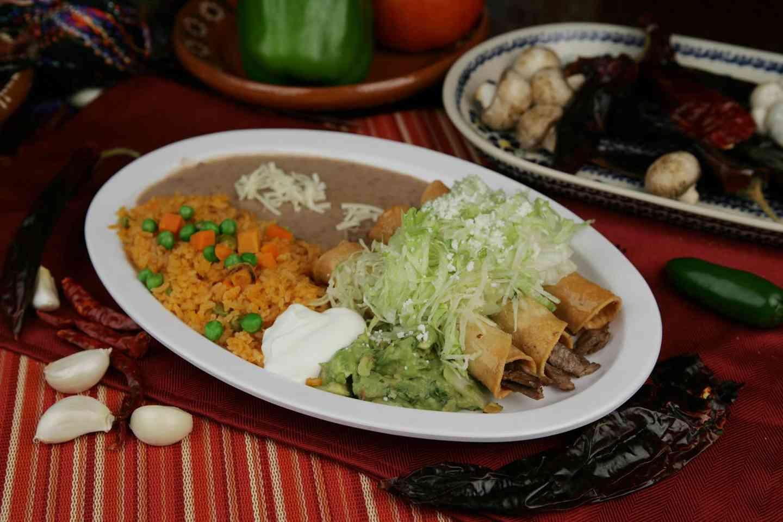 43. Taquitos Con Guacamole