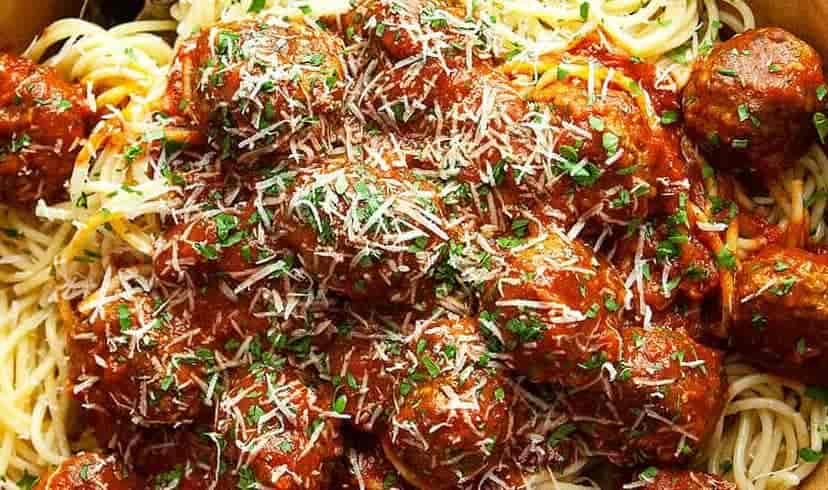 Spaghetti & Srgb Meatballs W/ Garlic Bread