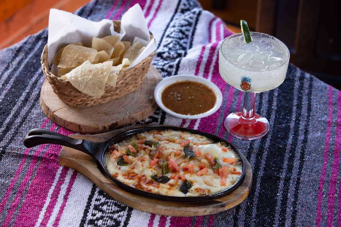 QUESO FUNDIDO & CHIPS