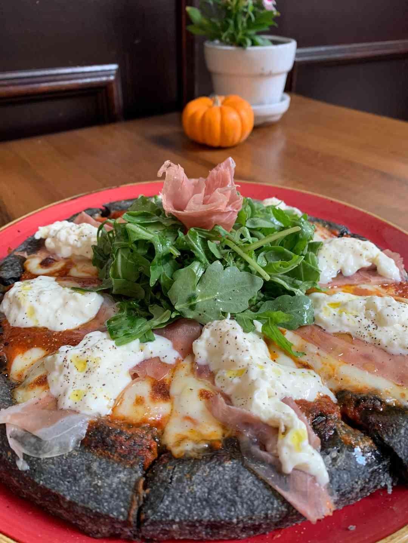 Black Parma Pizza