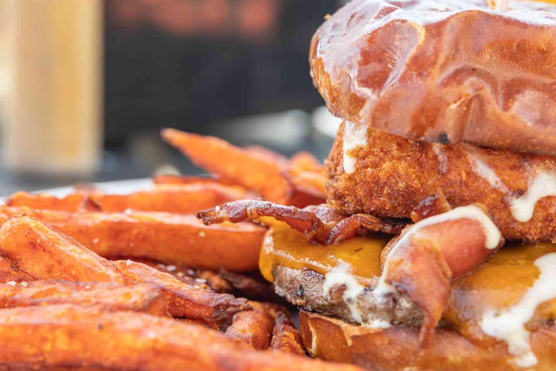 cheddar mac and cheese burger