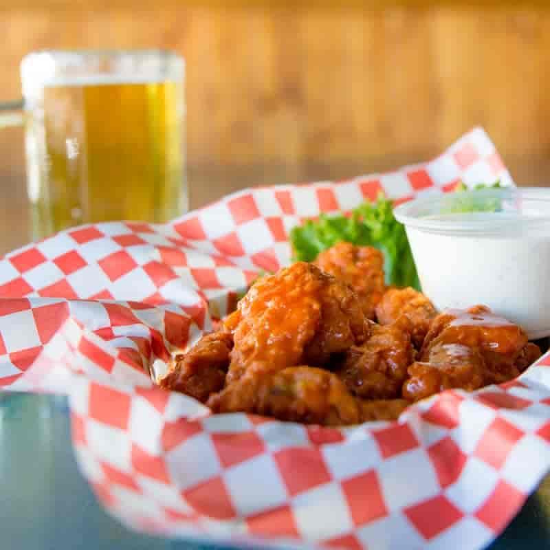 Chicken Wings w/Fries