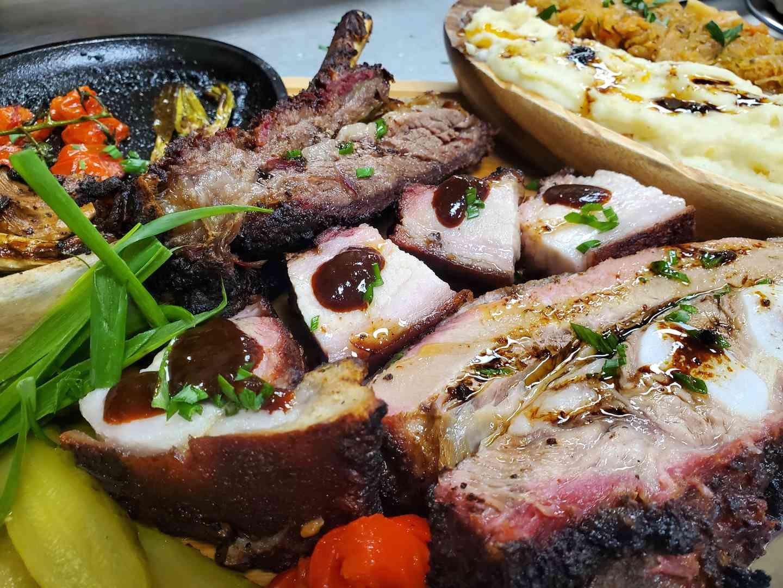 BBQ FAMILY PLATTER