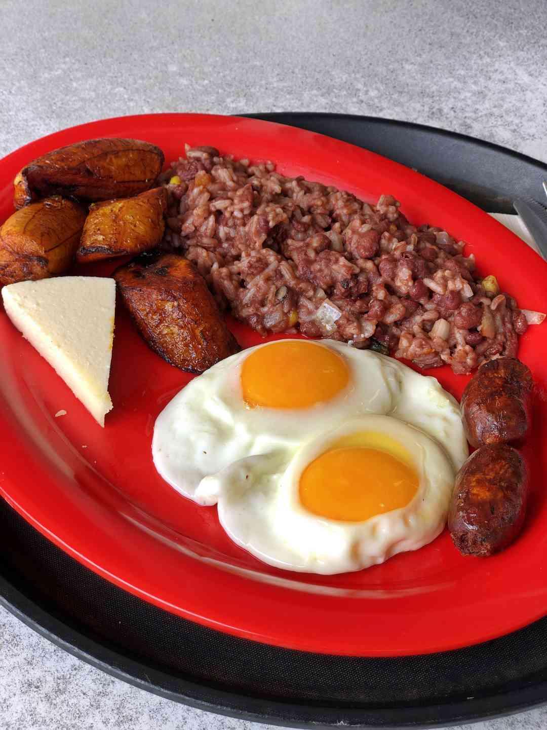 * Desayuno Típico