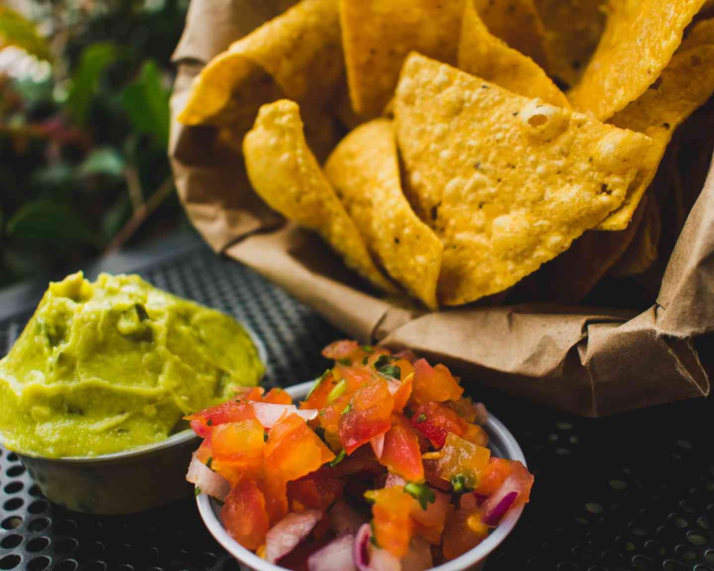 guacamole salsa and chips