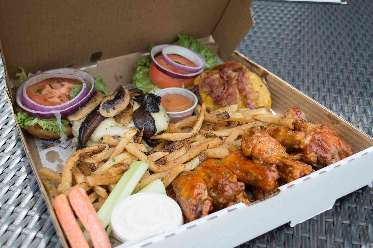 Family Burgers & Wings Box