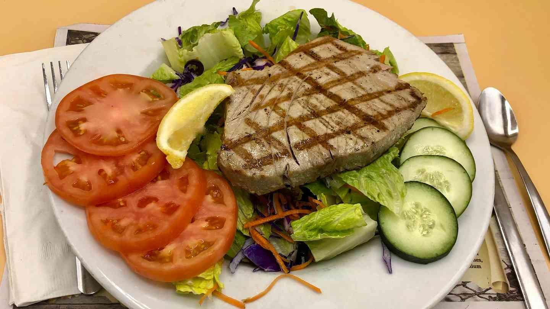 Charbroiled Fresh Tuna Entree Salad