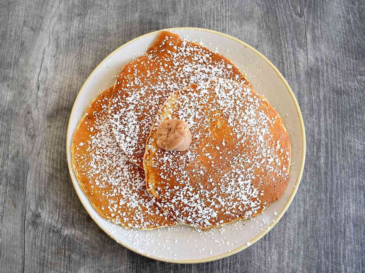FULL-PLATE BUTTERMILK PANCAKES