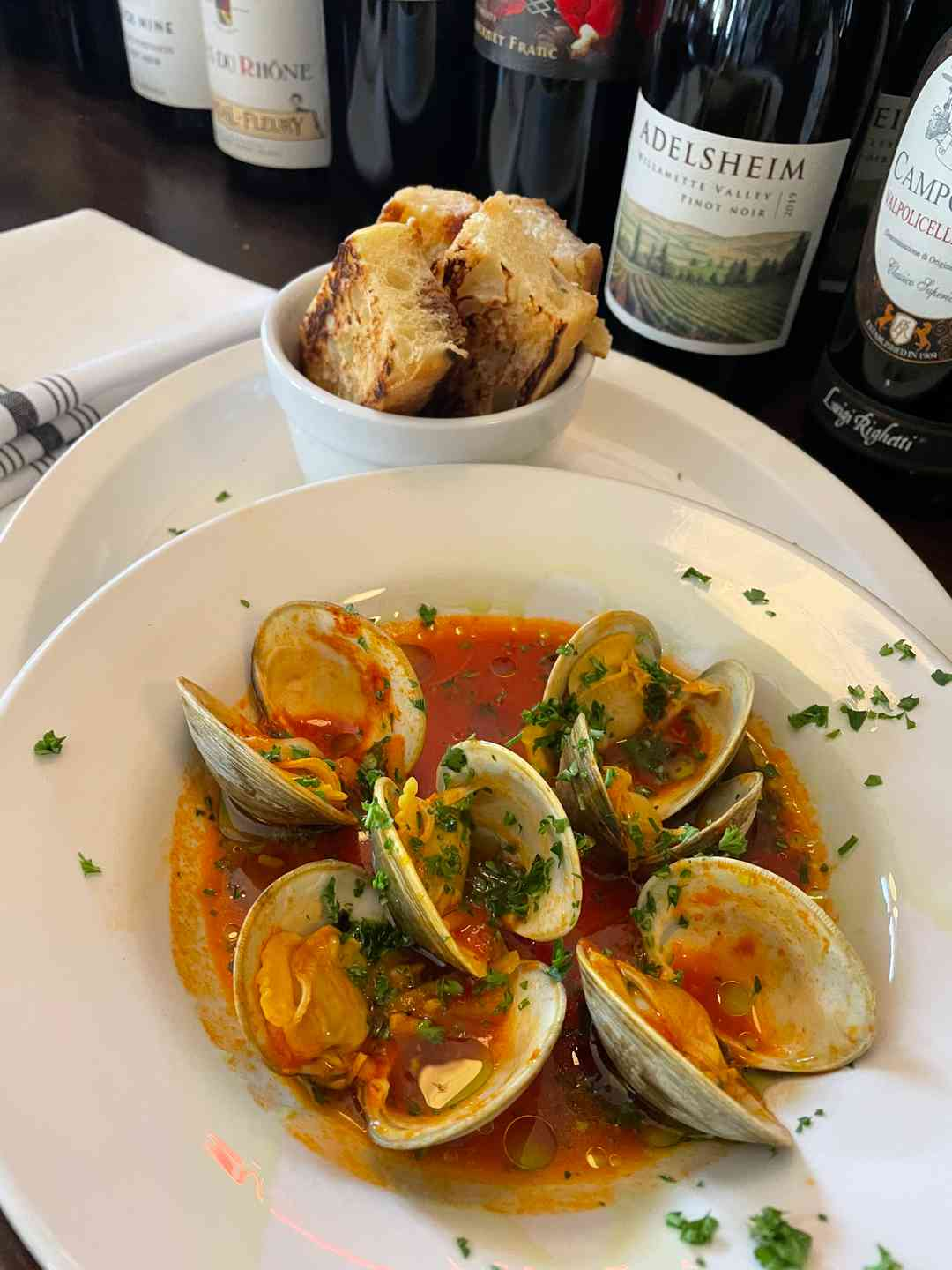 Clams in broth with bread