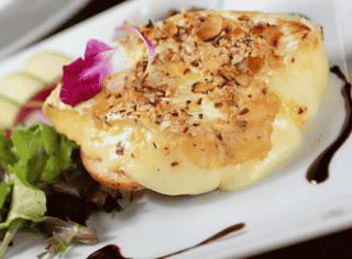 Brie en Croute D' amandes
