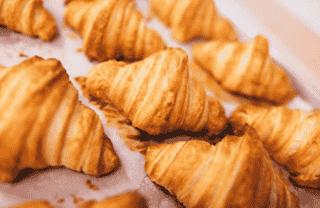 """alt=""""croissants"""""""