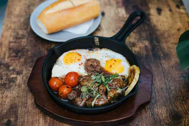 Egg skillet and bread