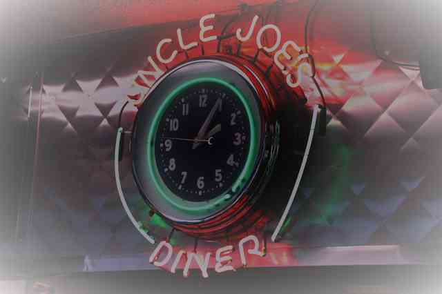 uncle joes diner sign