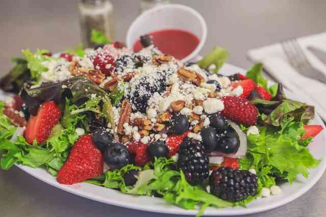 berry crunch salad