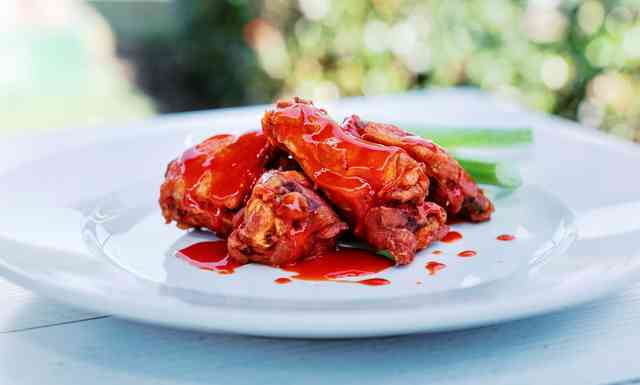 saucy hot wings