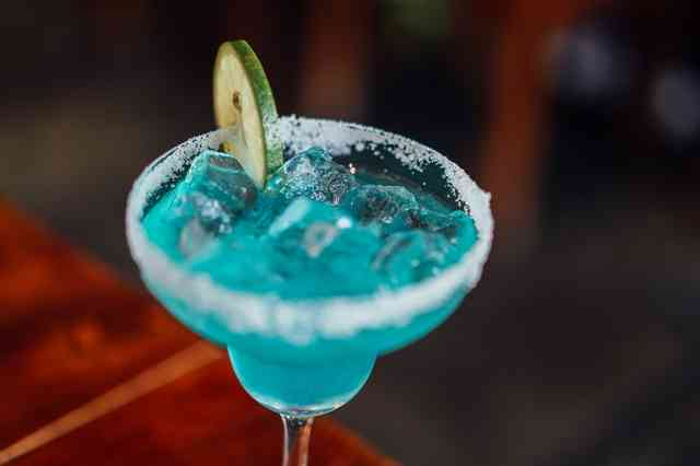 blue margarita with lime