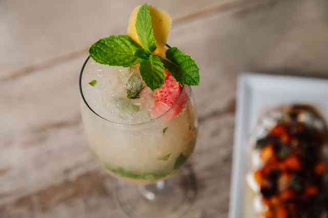grapefruit mint spritzer
