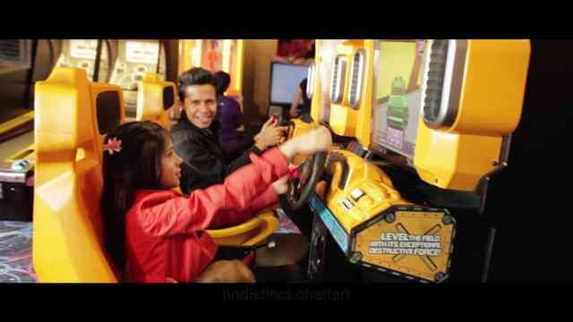 HOLA AMERICA playing a racing car game