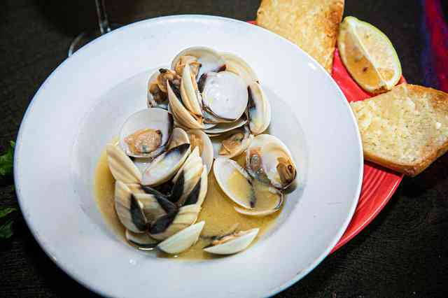 Charlie's Bar and Grill Steamers