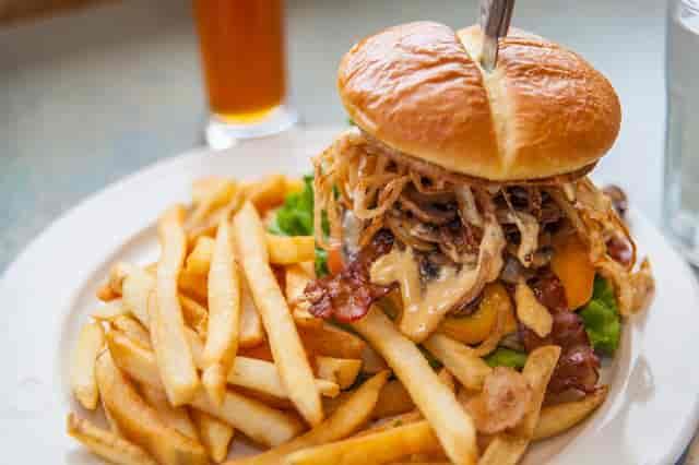 Alec's Deluxe Burger