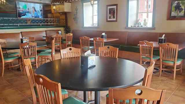 JoJo's Pizza inside seating