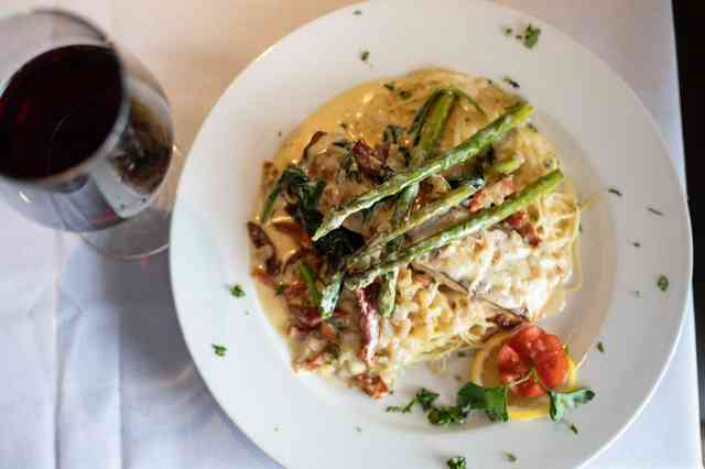 Pasta with asparagus and wine.