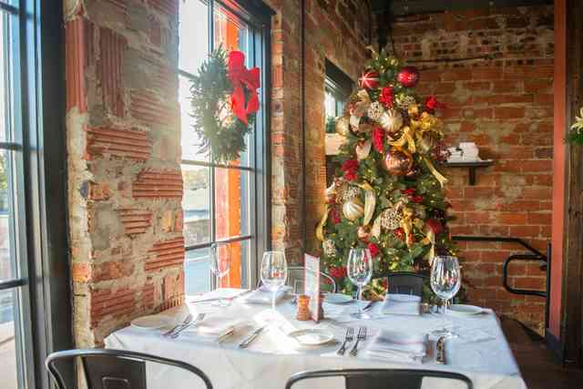 Holiday Weekday Lunch Service