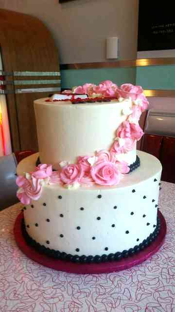 dot cake with roses