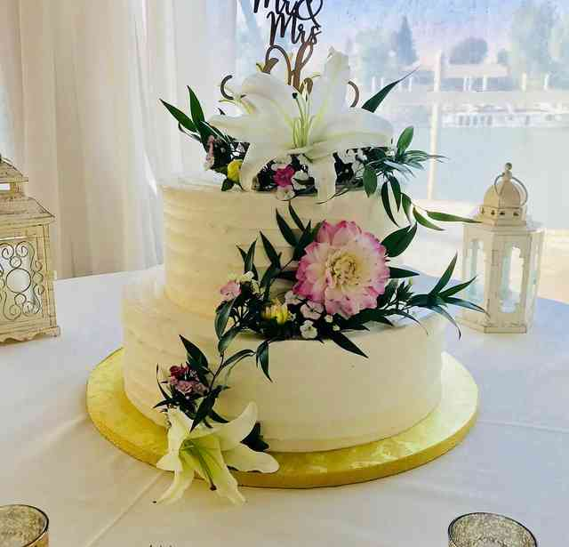cake with vines