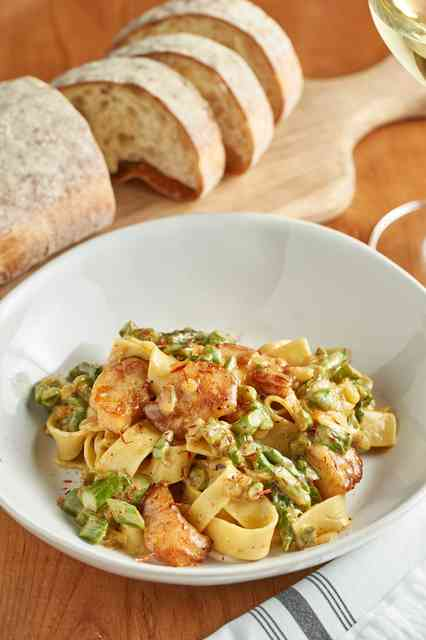 pappardelle and bread