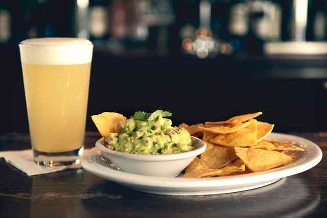 guac and chips and beer