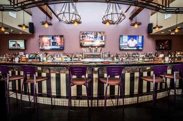 Main Station bar