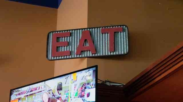 eat sign in restaurant